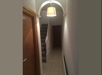 EasyRoommate UK - NO DEPOSIT - ROOM AVAILABLE IN STUDENT HOUSE - Swansea, Swansea - £73 pcm