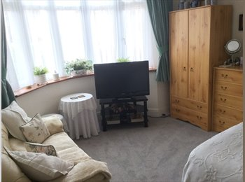EasyRoommate UK - Double bedroom with private bathroom/shower - Downend, Bristol - £440 pcm