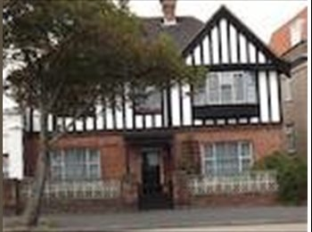 EasyRoommate UK - Double room near Folkestone west - Folkestone, Folkestone - £450 pcm