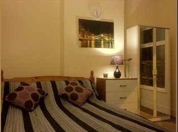 EasyRoommate UK - Double Room Near Coventry University City Center - Gosford Green, Coventry - £370 pcm