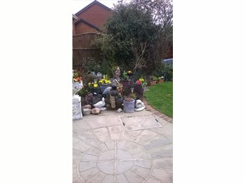 EasyRoommate UK - immaculate house to share MONDAY- FRIDAY ONLY - Frimley, North Surrey - £500 pcm