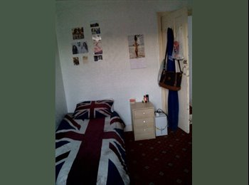 EasyRoommate UK - Looking for roommates - Fratton, Portsmouth - £300 pcm