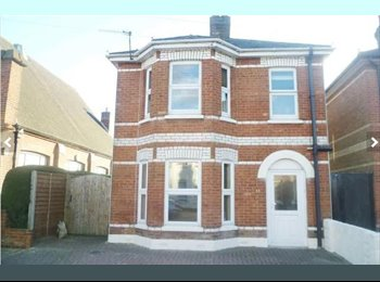 EasyRoommate UK - **dbl room in beautiful house in Winton** - Winton, Bournemouth - £440 pcm