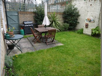 EasyRoommate UK - Large double bedroom in bright garden 2 bed flat - Archway, London - £1,084 pcm
