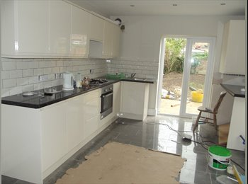 3 x Double Rooms Available in refurbished house,