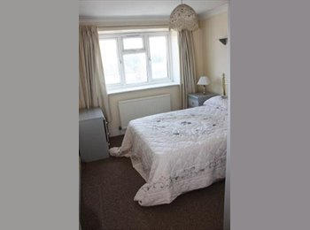 EasyRoommate UK - FANTASTIC LOCATION TWO BED APARTMENT WITH PARKING - Edgware, London - £1,300 pcm