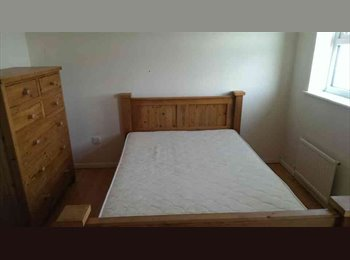 EasyRoommate UK - Double room available for rent - Butetown, Cardiff - £400 pcm