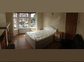 EasyRoommate UK - Double room for rent in lovely house - Chapel Fields, Coventry - £400 pcm