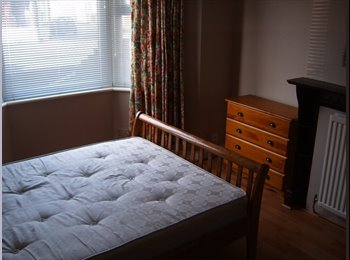 EasyRoommate UK - Very clean double room for a single person - Swindon Town Centre, Swindon - £380 pcm