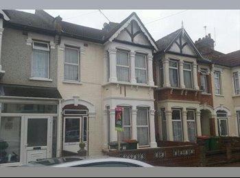 Cosy double room in East Ham £120 + £10 Bills