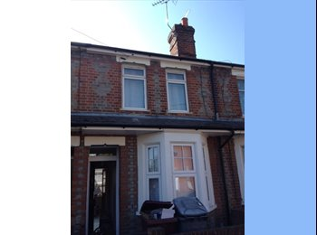 EasyRoommate UK - Two rooms to rent in Caversham, close to Station - Caversham, Reading - £450 pcm