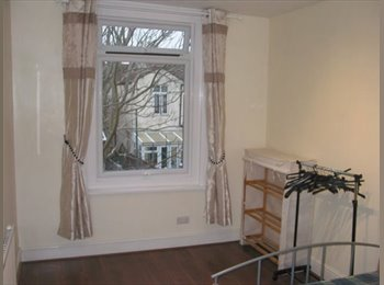 EasyRoommate UK - Double room in modern house £390 - Fratton, Portsmouth - £390 pcm