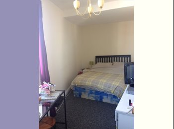 EasyRoommate UK - Double room in BEAUT newly refurbished flat - Winton, Bournemouth - £350 pcm