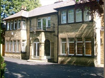 EasyRoommate UK - Spacious double rooms to let in professional share - Dewsbury, Kirklees - £307 pcm