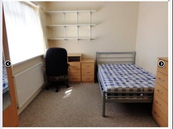EasyRoommate UK - Double bedroom with ensuite for rent  - Canterbury, Canterbury - £114 pcm