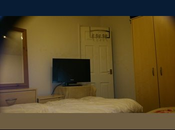 EasyRoommate UK - room to rent Mon to Fri...  - Silverdale, Newcastle under Lyme - £400 pcm
