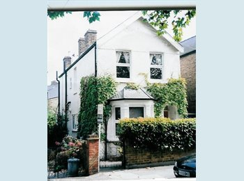 EasyRoommate UK - SUNNY ROOM READY FOR YOU - Kingston upon Thames, London - £550 pcm