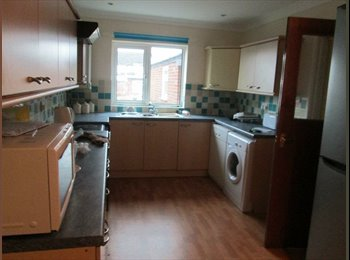EasyRoommate UK - 3 rooms available in a lovely Bowthorpe house :) - Bowthorpe, Norwich and South Norfolk - £255 pcm
