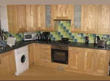 EasyRoommate UK - Stunning semi-detached*Prime suburban location* - Burley, Leeds - £275 pcm