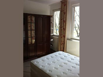 EasyRoommate UK - Renovated Edwardian home - St Judes, Plymouth - £390 pcm