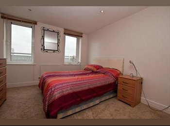 Riverside Large Double Room with Balcony & Gym