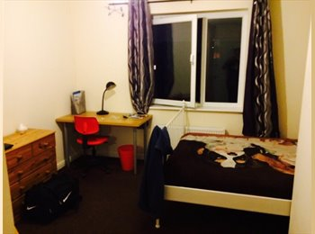 EasyRoommate UK - A decent sized ensuite room available now - Ardwick, Manchester - £320 pcm
