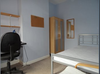EasyRoommate UK - Pleasant room in clean house - Selly Oak, Birmingham - £310 pcm