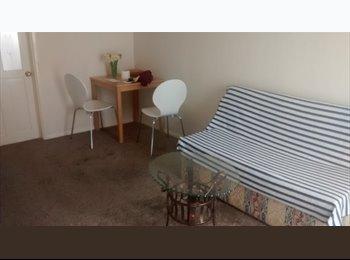 EasyRoommate UK - Double room in furnished flat, single professional - Headington, Oxford - £550 pcm