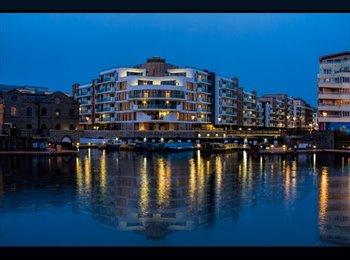 EasyRoommate UK - Harbourside Double room. Available Mon-Fri - Bristol City Centre, Bristol - £525 pcm
