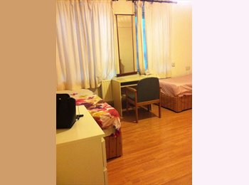 EasyRoommate UK - Master Bedroom 20 mins to central london £700 pcm - Poplar, London - £700 pcm