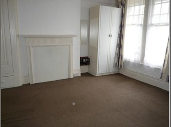 Spacious Room For RENT In a period house £125 PW