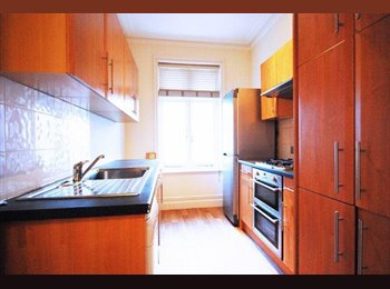 EasyRoommate UK - Double Room in Refurbished Flat. WiFi and Cleaner - Maida Hill, London - £737 pcm