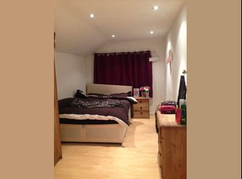double room in lovely housesharel