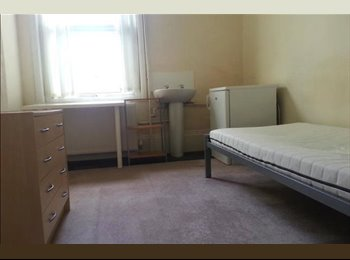 EasyRoommate UK - 1 room available in Southsea, Castle Road - Southsea, Portsmouth - £375 pcm