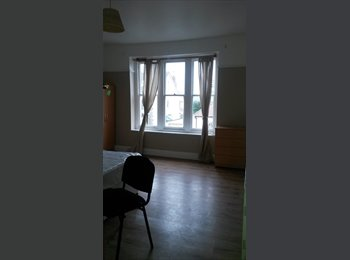 EasyRoommate UK - Double room- FOR COUPLES - St Pauls, Bristol - £525 pcm