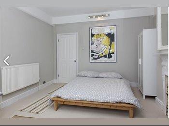 EasyRoommate UK - DOUBLE bedroom to RENT in Shepherd's Bush - Shepherds Bush, London - £880 pcm