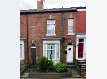 EasyRoommate UK - Two double rooms available with bills included - Highfield, Sheffield - £308 pcm