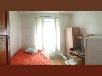 EasyRoommate UK - Room to let - Whitechapel, London - £730 pcm