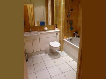 EasyRoommate UK - lovely room available in stepney green - Whitechapel, London - £780 pcm