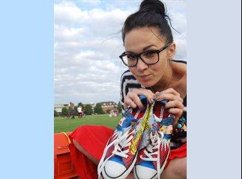 EasyRoommate UK - Natalie - 28 - Harlow