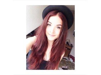 Shauna - 18 - Student