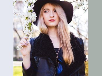 Adriana - 19 - Student