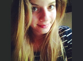 Chloe - 21 - Student