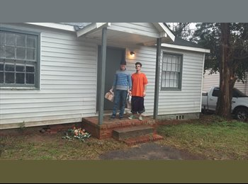 EasyRoommate US - Room for Rent 300 month to month - Macon, Macon - $300 pcm
