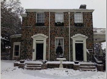 Weekly rooms in large Victorian in Middletown