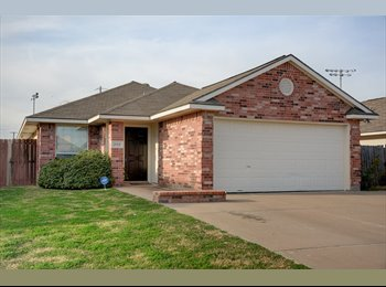 EasyRoommate US - Cute house in the middle of College Station - Bryan, Bryan - $450 pcm