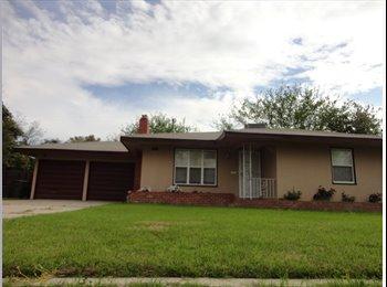 EasyRoommate US - Large Sunnyside Home, Pet Friendly - Sunnyside, Fresno - $1,300 pcm