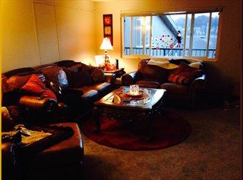 EasyRoommate US - Interbay/Queen Anne 1,000 sq ft apt w/ pool - Queen Anne, Seattle - $1,000 pcm