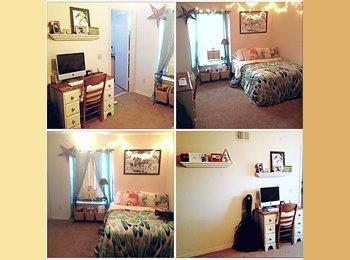 Spacious room available/Tivoli apartments/UCF area