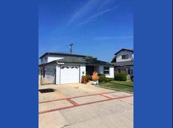 EasyRoommate US - Marina Del Rey room in 2b townhouse steps to beach - Marina del Rey, Los Angeles - $1,075 pcm